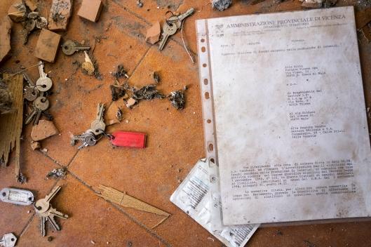 Documenti attestanti le provenienze dei fanghi e polveri stoccati illegalmente.